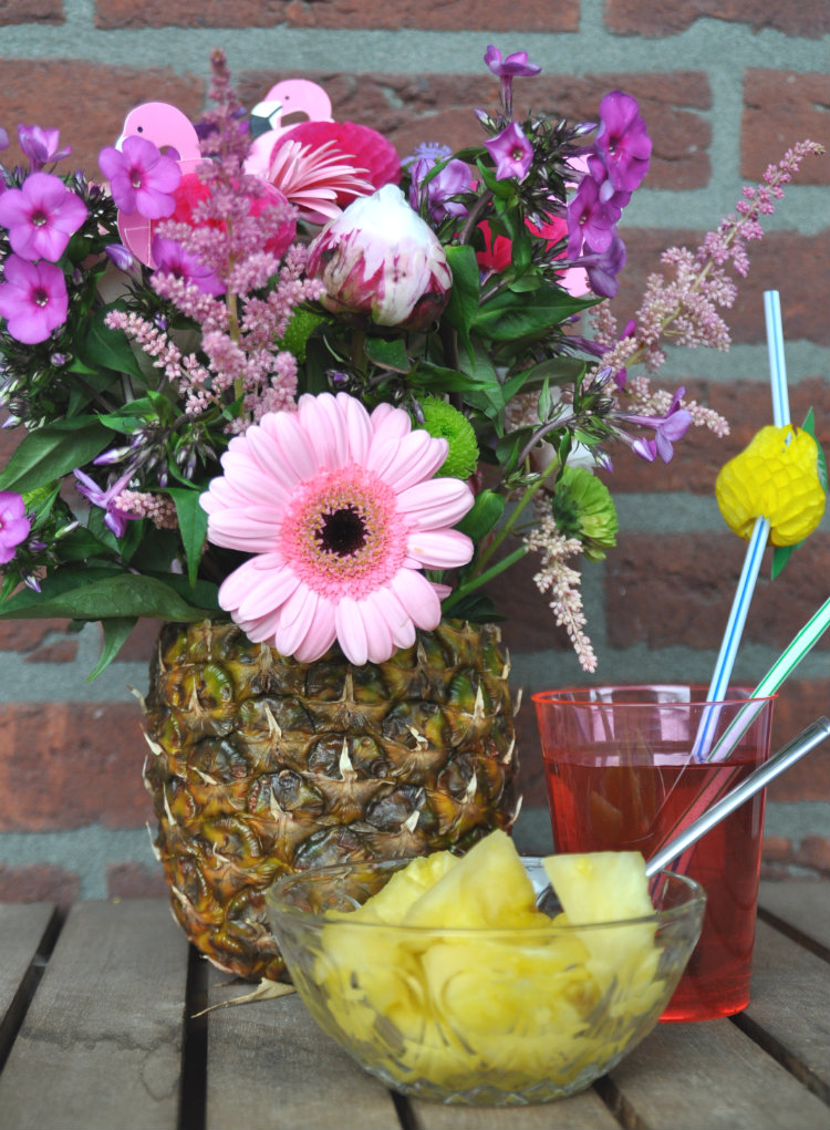 ananasvaas met ananas erbij