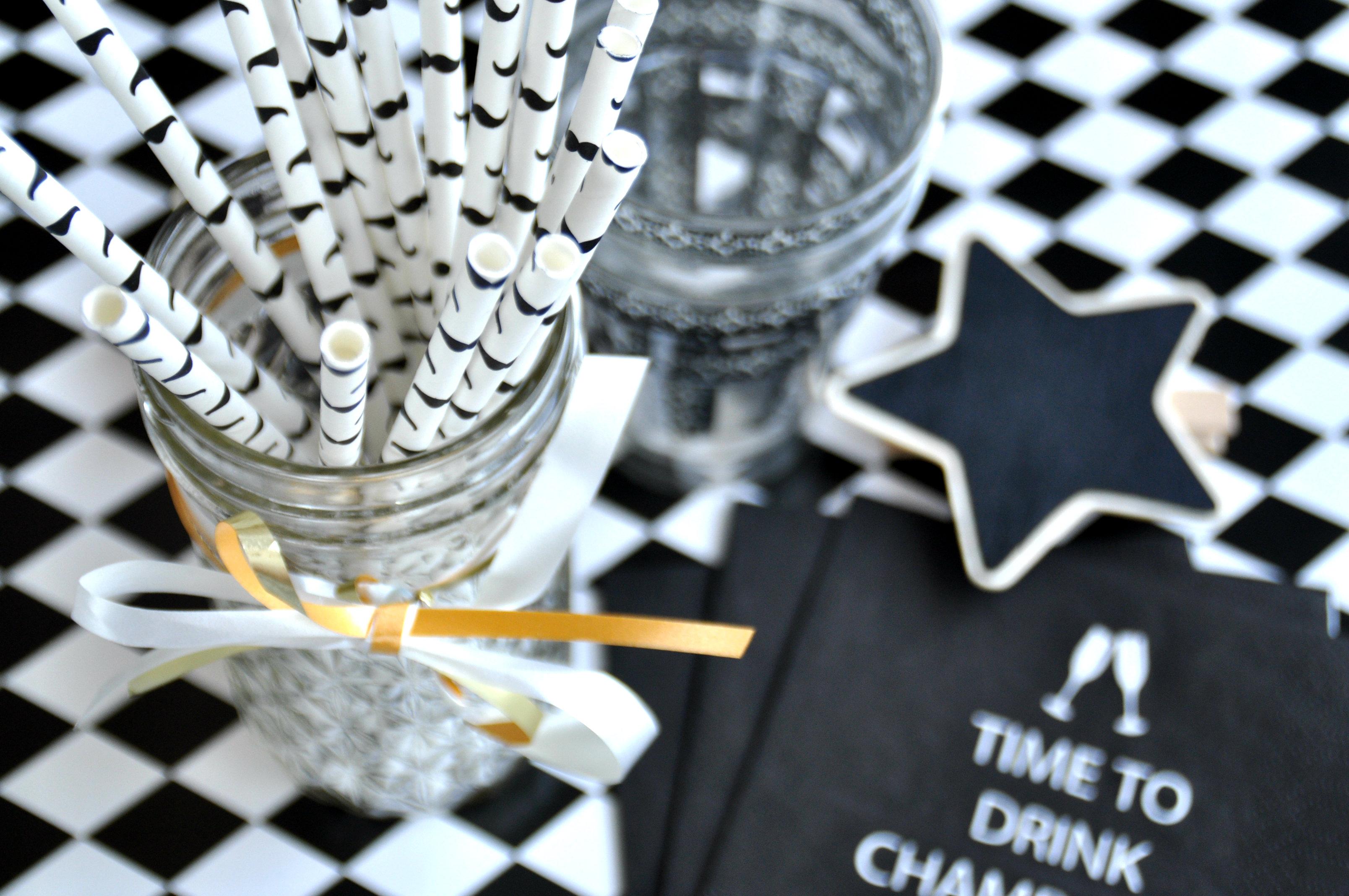 Feestje in zwart wit idee n decoratie inspiratie for Versiering goud