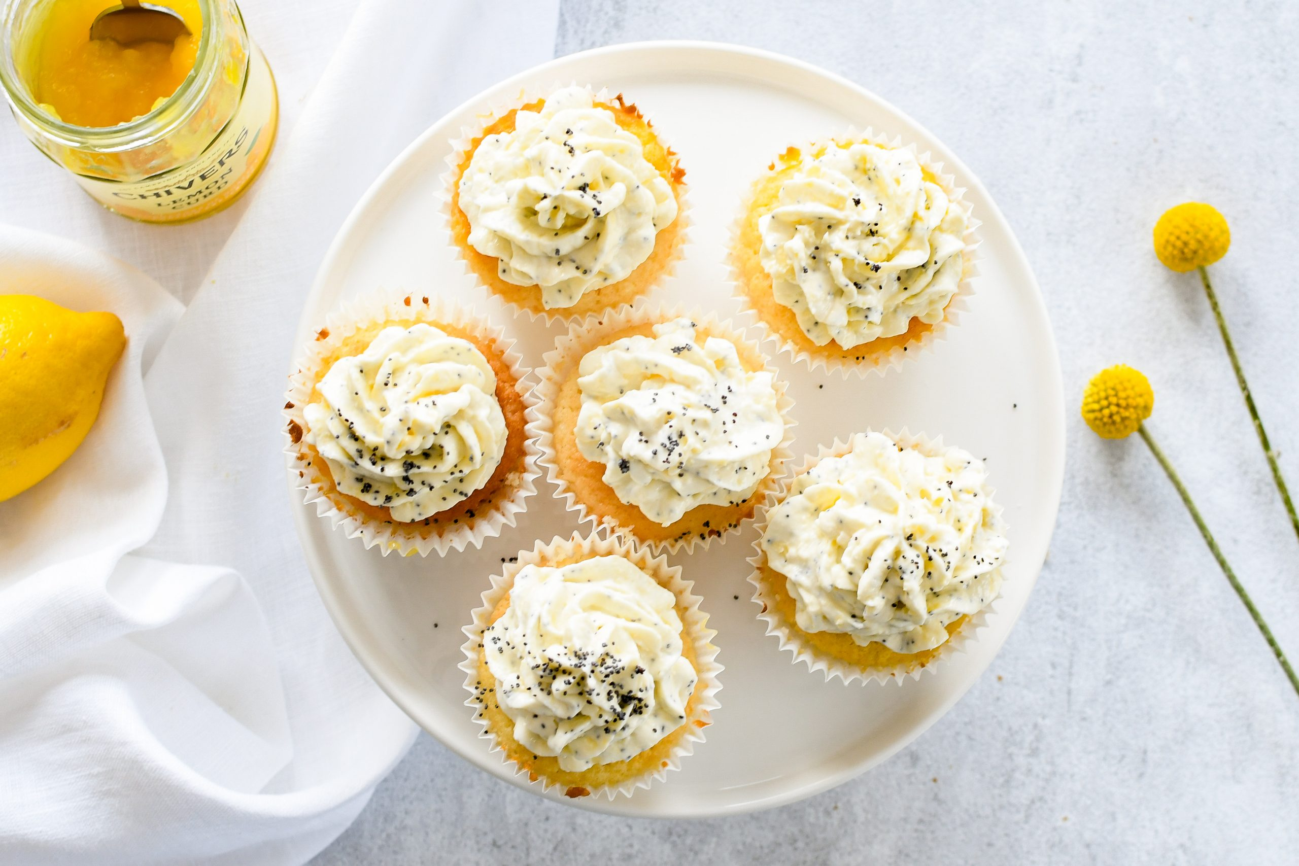 cupcakes met lemon curd en cream cheese frosting