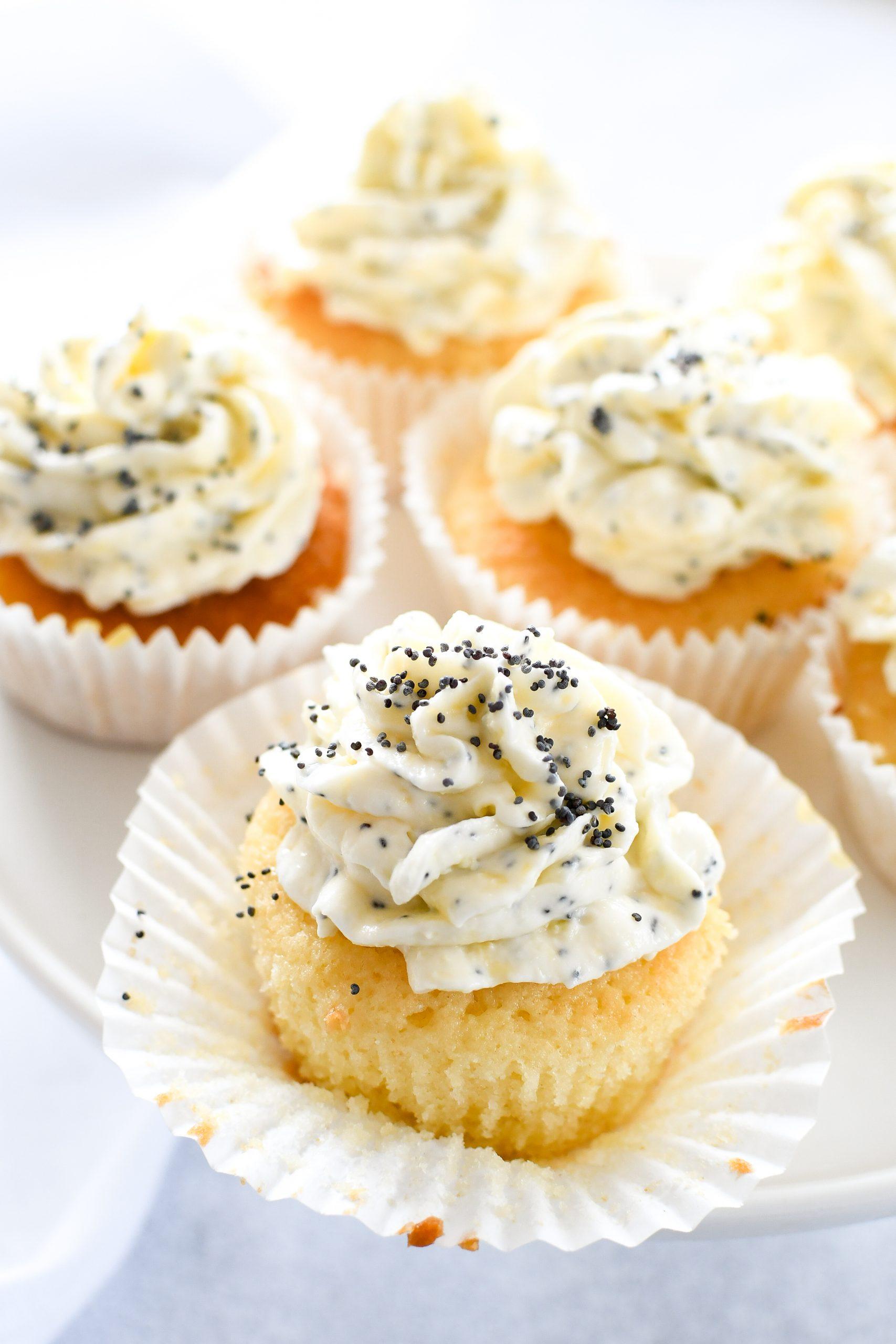 cupcakes met lemon curd en maanzaad