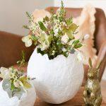 DIY voor Pasen: gips-ei bloemenvaas maken
