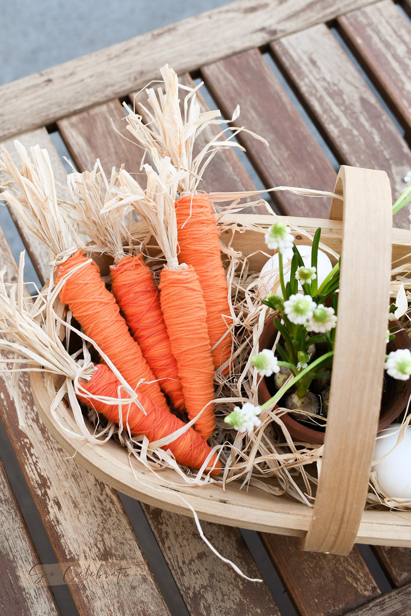 paasdecoratie maken wortels van wol