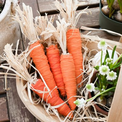 paasdecoratie: Wollen wortels maken