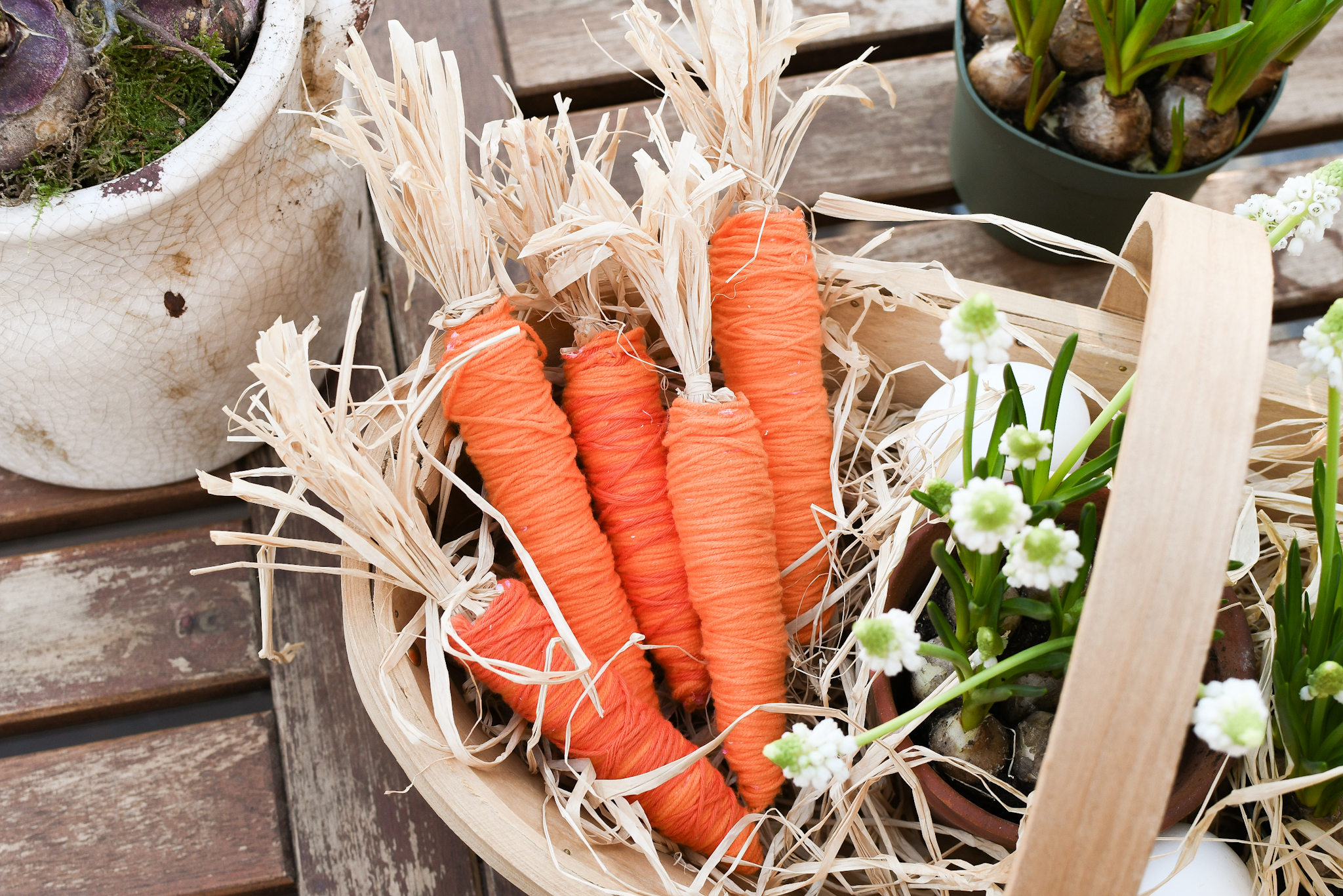 paasdecoratie maken - oranje wortels