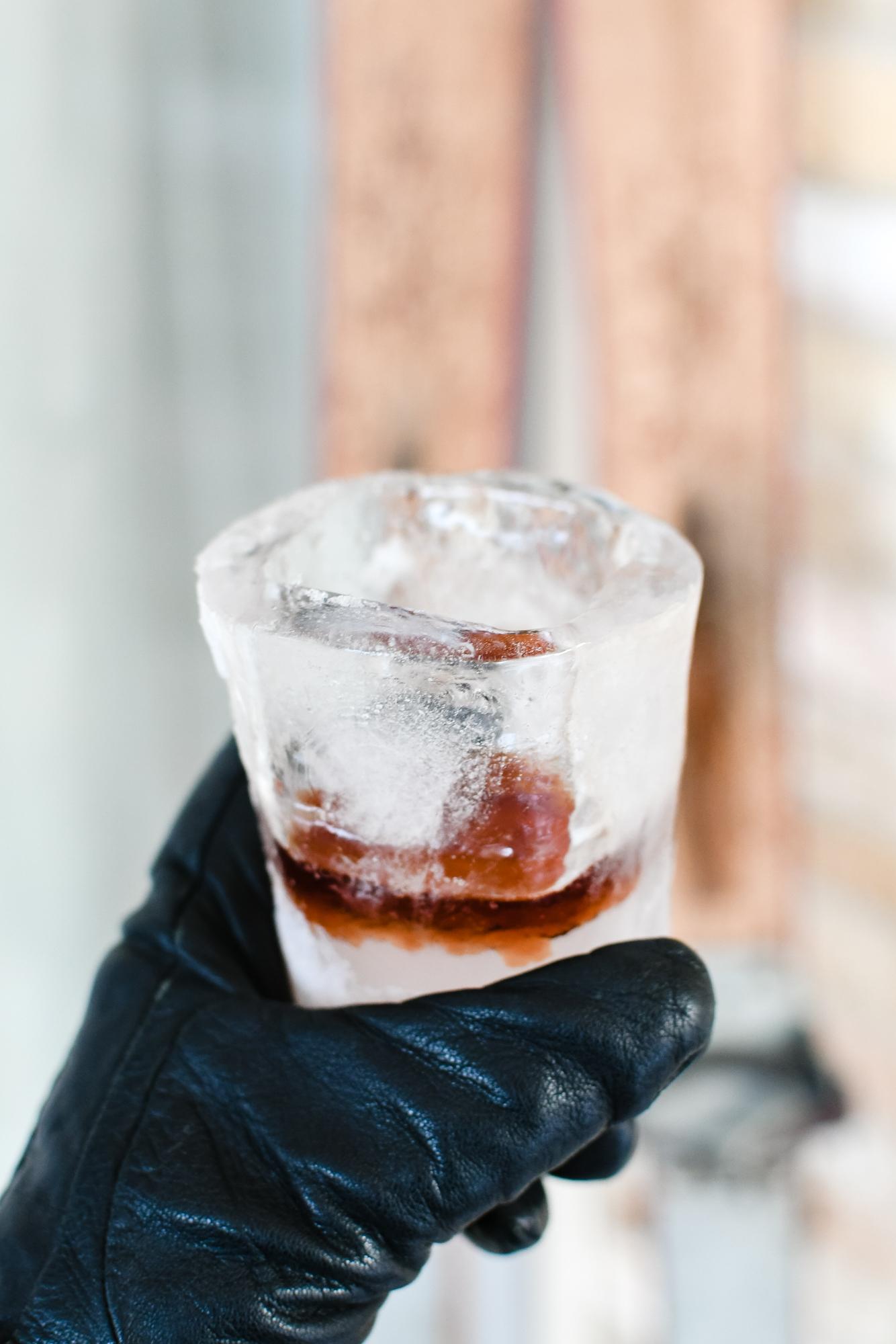 Shotglaasje van ijs