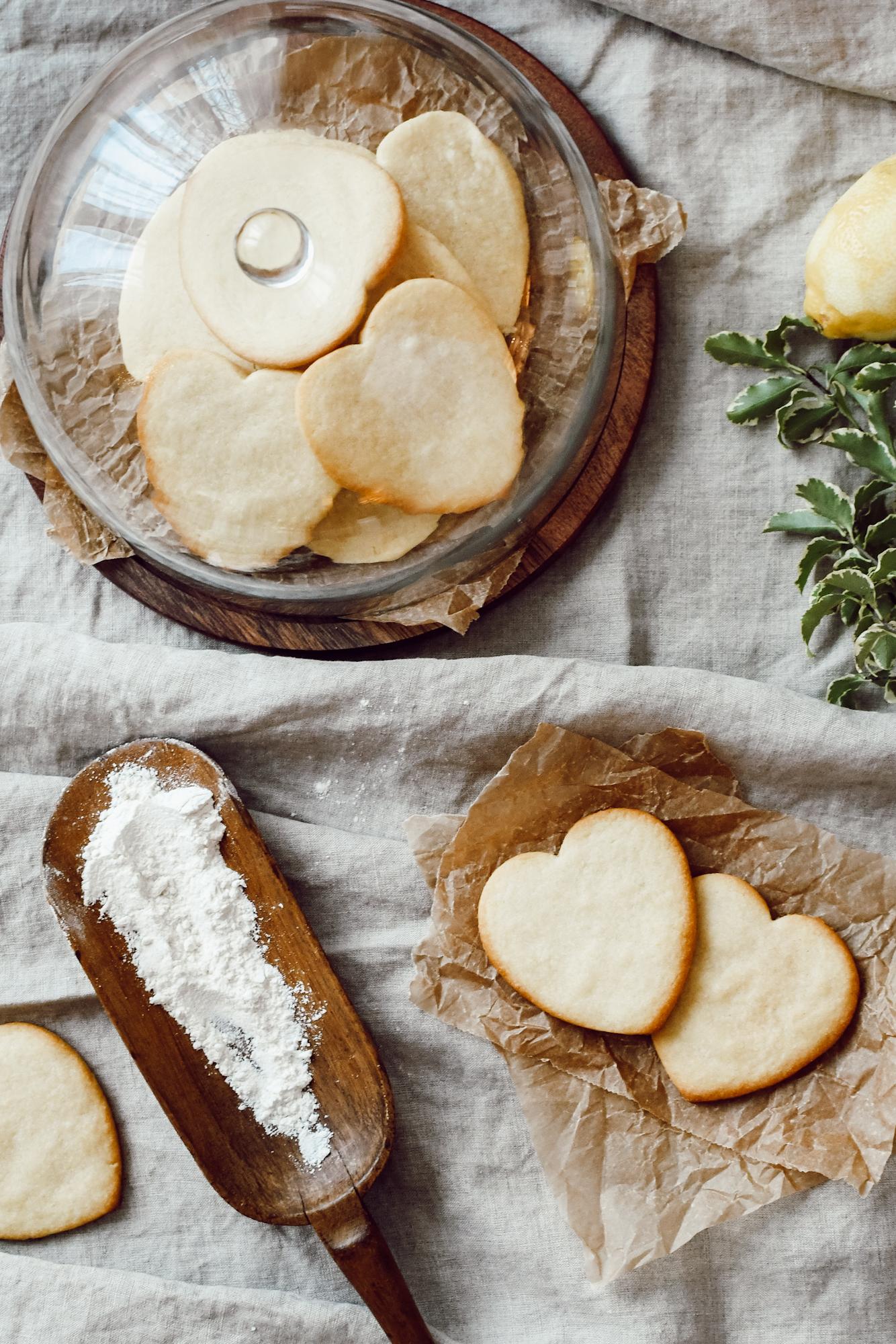 hartvormige koekjes met citroensmaak