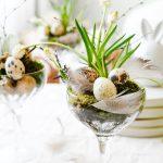 DIY Tafeldecoratie voor Pasen in cocktailglazen