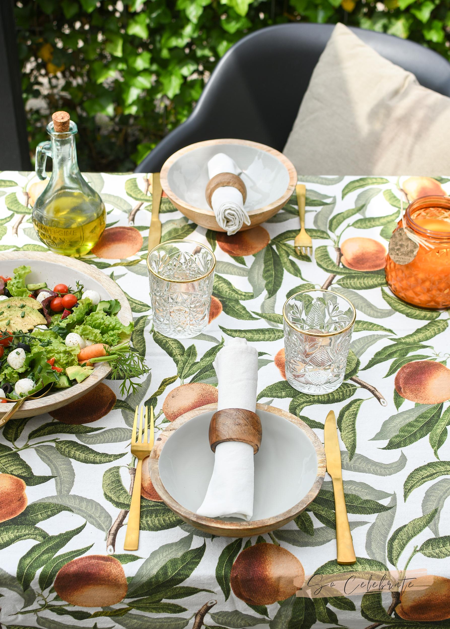 Monthly Favourites buiten eten
